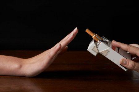 За полчаса до забора крови нельзя курить