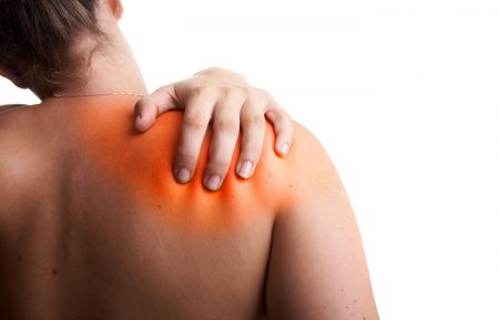 Боль под лопаткой может стать причиной назначения анализа