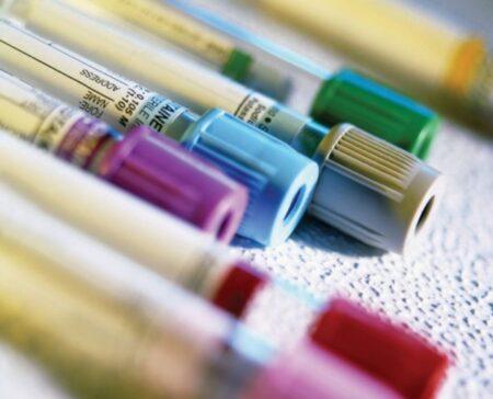 Пробирки с препаратами крови