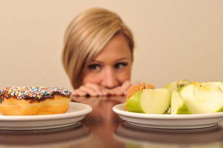 Соблюдение строгой диеты может быть причиной пониженного уровня холестерина