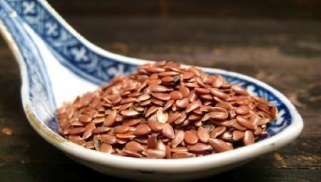 Измельченные семена льна советуют для снижения холестерина