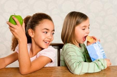 Нездоровое питание приводит к повышению холестерина у детей