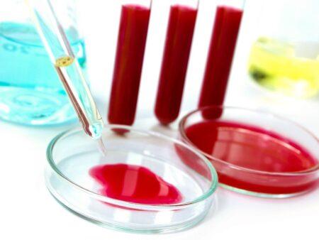 Фермент холинэстераза отвечает за расщепление эфиров холина